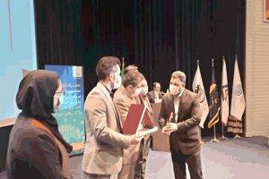 دریافت لوح تقدیر و تندیس مسئولیت های اجتماعی توسط ذوب آهن اصفهان