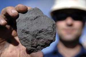 ادامه ممنوعیت صادرات سنگ آهن هماتیت به نفع کشور نیست